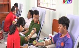 """Chuyên đề 10-10 """"Tân Phú Đông thực hiện tốt phong trào hiến máu tình nguyện…"""""""