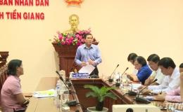 Chủ tịch UBND tỉnh tiếp xúc với bà Nguyễn Thị Hường, huyện Tân Phước