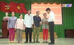 """Chuyên đề 22-11 """"TPMT trao tặng thẻ BHYT cho người dân có hoàn cảnh khó khăn…"""""""