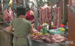 Giá thịt heo bằng giá thịt bò, sức mua giảm mạnh