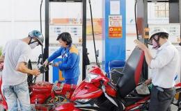 Giá xăng giảm, dầu tăng