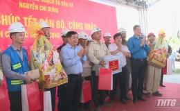 Bộ trưởng Bộ Kế hoạch – Đầu tư chúc Tết công nhân thi công đường cao tốc Trung Lương – Mỹ Thuận