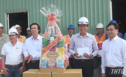 Bí thư Tỉnh ủy Tiền Giang thăm và tặng quà Tết đêm giao thừa