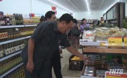 Lãnh đạo UBND tỉnh Tiền Giang kiểm tra hàng hóa Tết