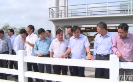 Thứ trưởng Nguyễn Hoàng Hiệp kiểm tra hạn mặn tỉnh Tiền Giang