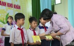 Phó Chủ tịch nước Đặng Thị Ngọc Thịnh thăm và tặng quà Tết tại Tiền Giang