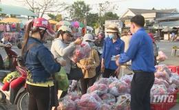 Tiền Giang triển khai chương trình hỗ trợ nông dân tiêu thụ thanh long