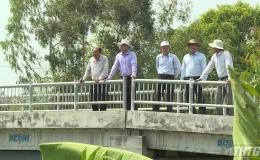 Chủ tịch UBND tỉnh Tiền Giang khảo sát độ mặn khu vực tuyến kênh Sáu Ầu