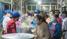 Chuyên đề 20/3: Bếp ăn từ thiện thành phố Mỹ Tho – Nơi chia sẻ của những tấm lòng nhân ái