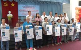Chuyên đề 27.3 – Cấp phát bình lọc nước của chính phủ cho 50 hộ dân nghèo