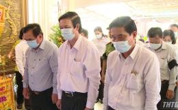 Lãnh đạo tỉnh Tiền Giang đến viếng và chia buồn với gia đình Thiếu tướng Nguyễn Chí Phi