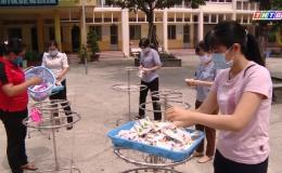 Món quà ý nghĩa các cô giáo trường tiểu học Nguyễn Huệ dành tặng học sinh
