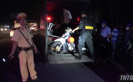 Truy bắt đua xe trái phép, 01 Cảnh sát giao thông bị tông trực diện phải đưa đi cấp cứu