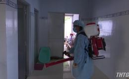 Tân Phước tổ chức phun thuốc dập dịch sốt xuất huyết tại xã Phú Mỹ