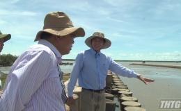 Chủ tịch UBND tỉnh khảo sát công trình phòng, chống sạt lở huyện Tân Phú Đông