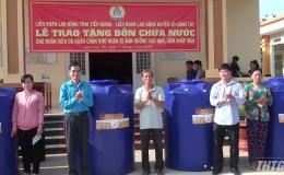 Tặng bồn chứa nước cho công nhân lao động có hoàn cảnh khó khăn huyện Gò Công Tây