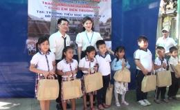 Chuyên đề 05.6 – Gò Công Đông tặng quà cho trẻ em nhân tháng hành động vì trẻ em