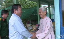 Lãnh đạo tỉnh Tiền Giang thăm và tặng quà gia đình chính sách