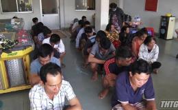 Bắt quả tang 28 đối tượng lắc tài xỉu, thu giữ hơn 300 triệu đồng tại huyện Cái Bè