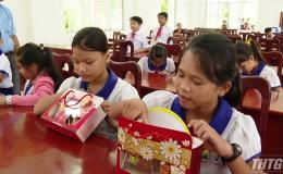 Trao 2.000 phần quà trung thu cho trẻ em khó khăn