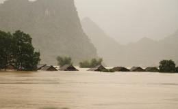 Sơ tán khẩn 26.000 người tránh lũ lụt ở miền Trung