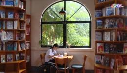 Sống chậm ngày cuối tuần cùng Cafe Sách
