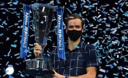 """Daniil Medvedev: """"Kẻ thừa kế"""" Davydenko đánh bại Nadal và Thiem để vô địch ATP Finals 2020"""