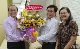 Ông Trần Văn Dũng – Phó Chủ tịch UBND tỉnh thăm lãnh đạo Sở Giáo dục – Đào tạo nghỉ hưu