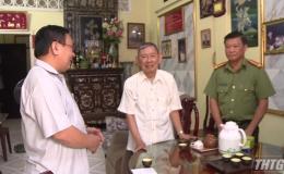 Ông Võ Văn Bình – Phó Bí thư Thường trực Tỉnh uỷ thăm tặng quà xã Long Hưng