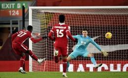 """Liverpool thua sốc trên chấm phạt đền, """"tí hon"""" Burnley lập kỳ tích"""