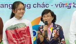 Hoàn cảnh em Nguyễn Thị Thoại Mỹ, lớp 12A1 trường THPT Thủ Khoa Huân