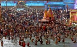 Hàng trăm người dương tính với Covid-19 sau khi tham gia lễ hội Kumbh Mela ở Ấn Độ
