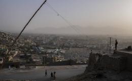 """Thủ đô Kabul hứng rốc-két, Taliban đứng trước """"phép thử"""" khó"""
