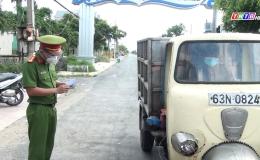 Chuyên đề 10.9 – Công an Gò Công Đông xử phạt tài xế lợi dụng xe luồng xanh chở người trái phép