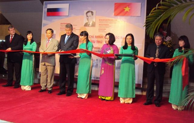 """Khai mạc triển lãm """"Chủ tịch Hồ Chí Minh với nước Nga qua tài liệu lưu trữ"""""""