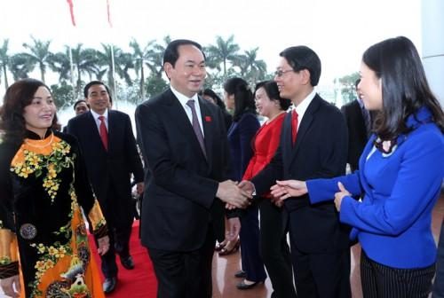 Chủ tịch nước Trần Đại Quang với các cán bộ chủ chốt tỉnh Ninh Bình. Ảnh: NHAN SÁNG (TTXVN)