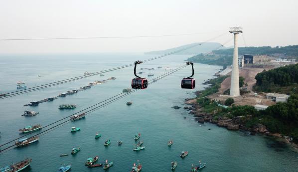 Những góc đẹp lạ của Nam Phú Quốc nhìn từ cáp treo Hòn Thơm