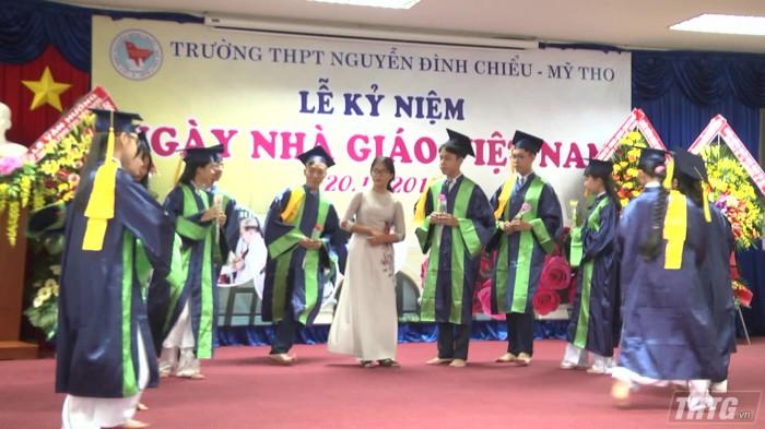 Truong THPT Nguyen Dinh Chieu mung ngay nha giao VN 1