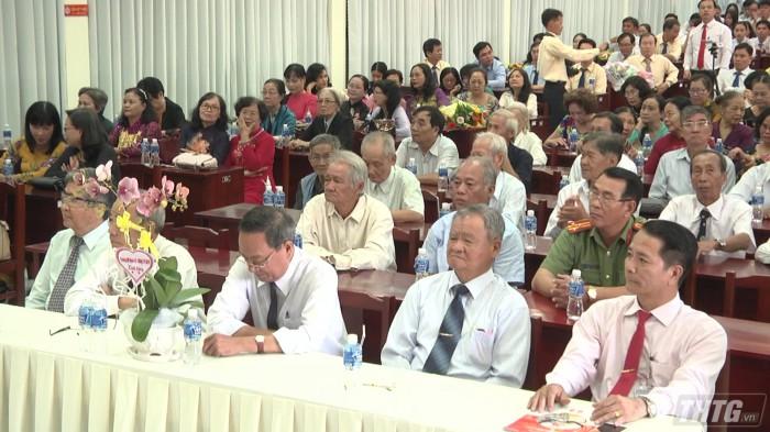 Truong THPT Nguyen Dinh Chieu mung ngay nha giao VN 2