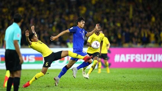 thai-lan-vs-malaysia-nguoi-thai-se-vao-chung-ket1543894950_hcgv