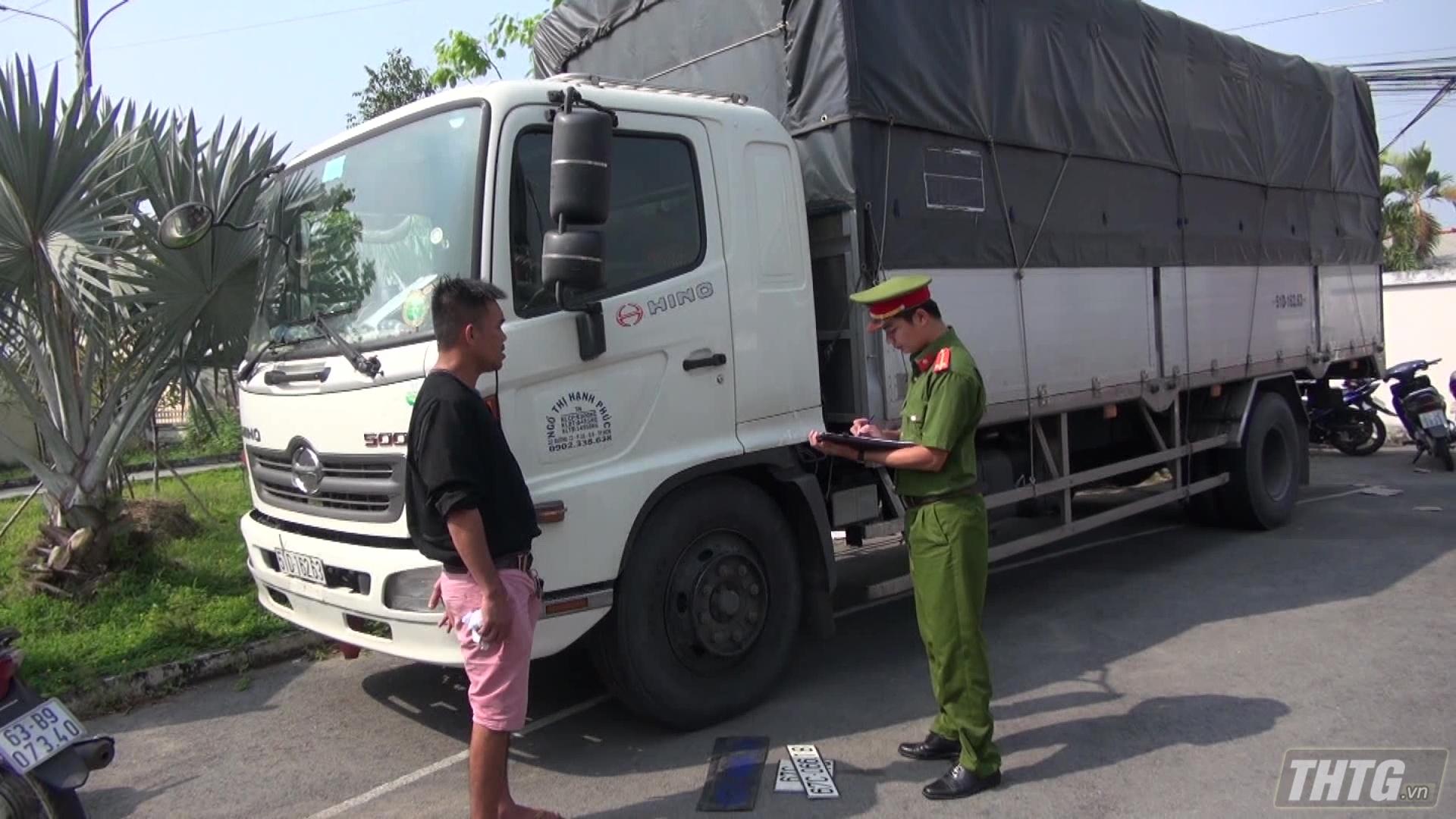Công an Tiền Giang tạm giữ vụ vận chuyển hàng hóa không hóa đơn chứng từ