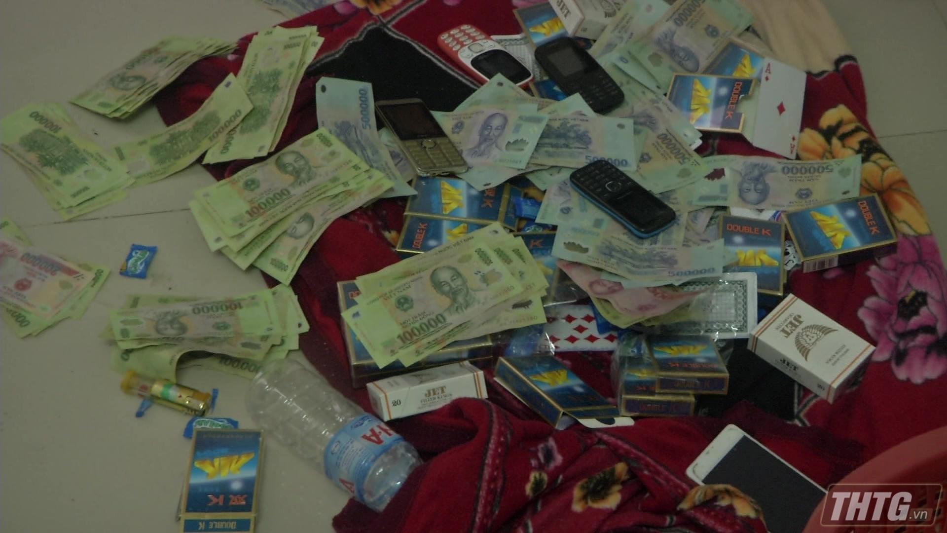 Bắt tụ điểm đánh bài ăn thua bằng tiền ngày cận Tết