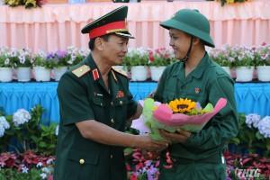 Phó Chính ủy Quân khu 9 dự lễ giao nhận quân năm 2019