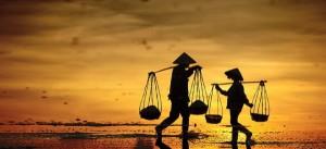 Hình ảnh đẹp về phụ nữ Việt và đôi quang gánh