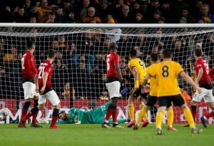 """Man United gục ngã trước """"bầy sói"""" Wolverhampton"""
