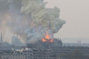 Tổng thống Pháp: Chúng tôi sẽ tái xây dựng Nhà thờ Đức Bà