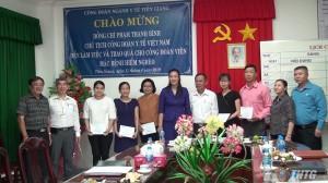 Công đoàn ngành Y tế Việt Nam tặng 26 phần quà cho công đoàn viên ngành y tế Tiền Giang có hoàn cảnh khó khăn