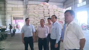 Chủ tịch UNBND tỉnh Tiền Giang tìm hiểu tình hình hoạt động sản xuất kinh doanh của doanh nghiệp