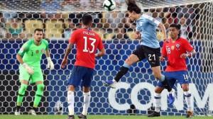"""Uruguay """"né"""" Colombia, Nhật Bản rời giải trong tiếc nuối"""