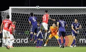 Vargas lập siêu phẩm bàn thắng, Chile đè bẹp Nhật Bản